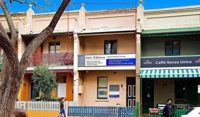 COMMERCIAL HOUSE IN THE HEART OF BURWOOD