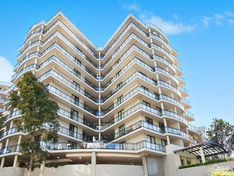 Fully Renovated 2 Bedroom Penthouse!!