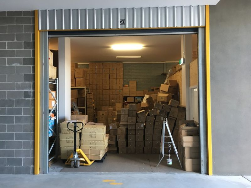 AS-NEW OFFICE WITH ADJOINING STORAGE – PERFECT FOR A TRADIE!
