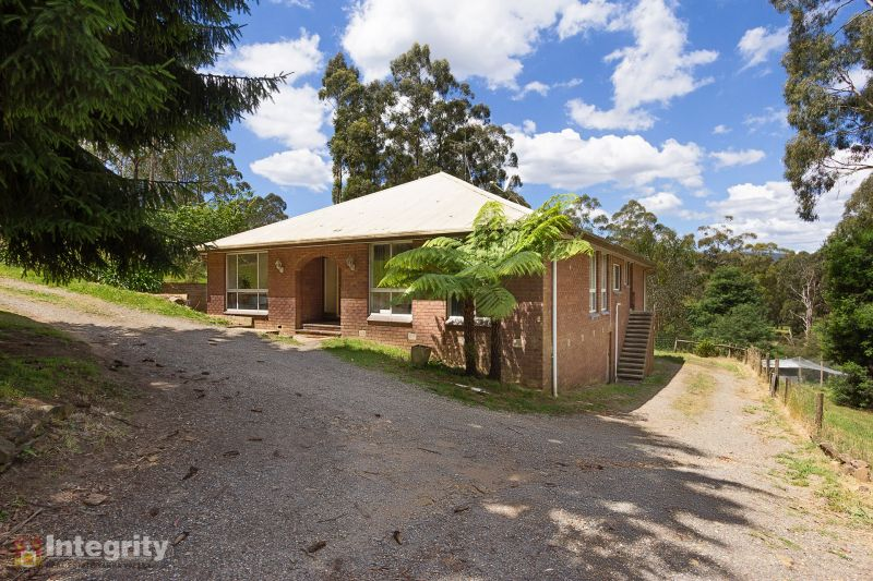 LARGE FAMILY HOME – 6.56 ACRES