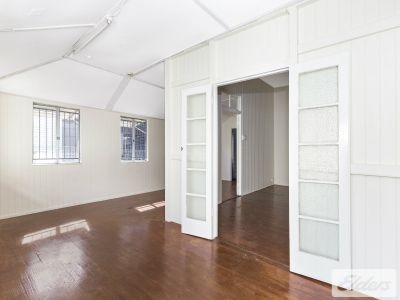 CHARACTER STYLE RETAIL/OFFICE ON RENOWNED GIVEN TCE!