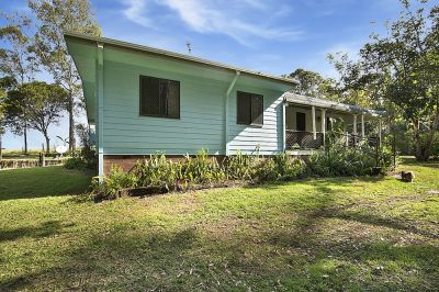 ULTRA PRIVATE HOME ON 2.3 ACRES ONLY 2 MINUTES FROM GIN GIN'S TOWNSHIP…..