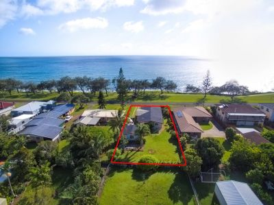 4 BEDROOM BRICK FAMILY HOME WITH DIRECT OCEANFRONT LIVING ON 1,012m2