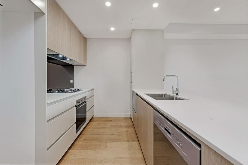 Superb 2 bedroom plus study apartment in heart of Thornleigh