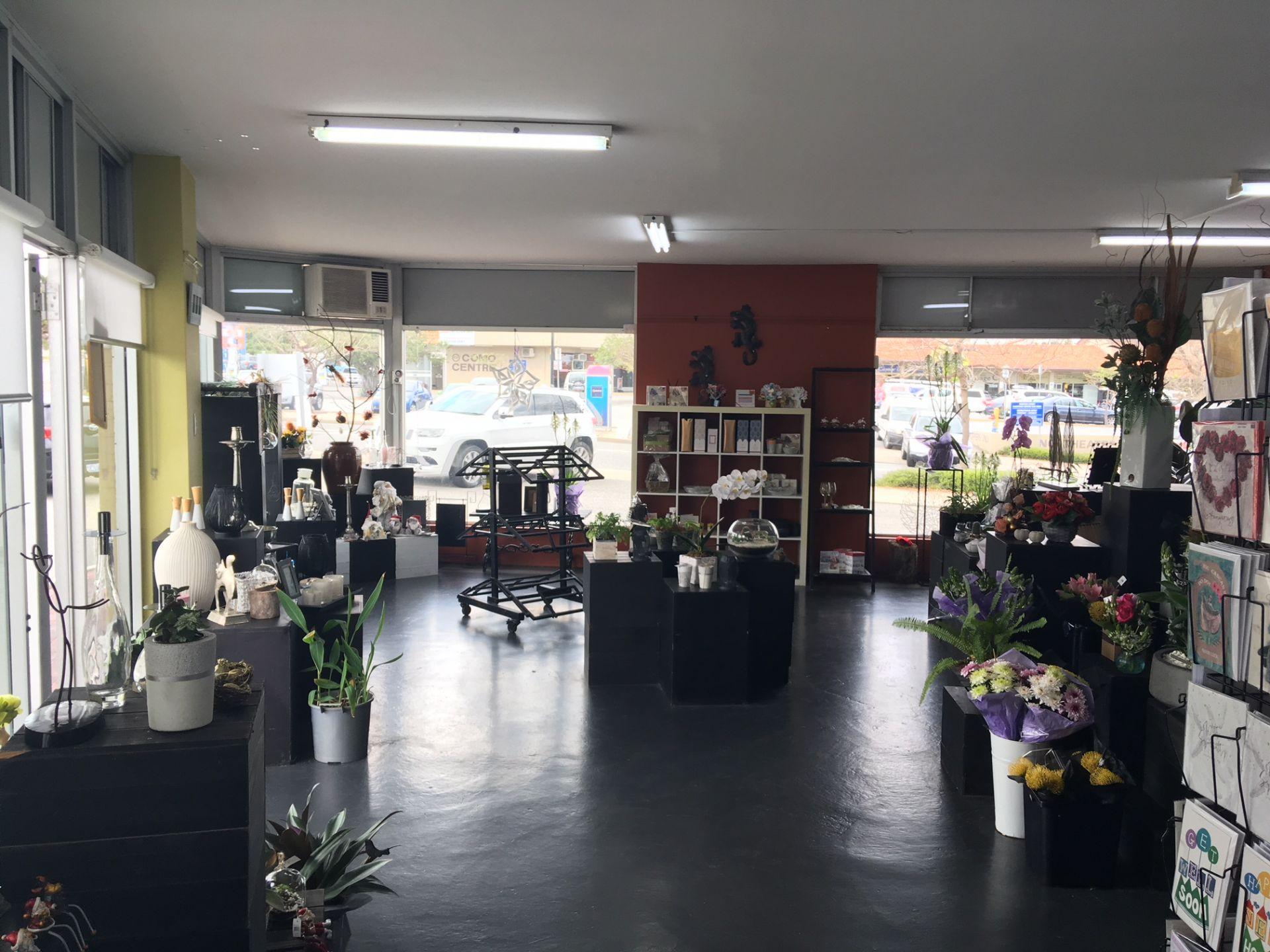 Superb Corner Exposure – Como Retail Precinct
