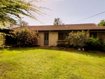 3 BEDROOM WITH AIR CONDITIONING AND PET FRIENDLY!