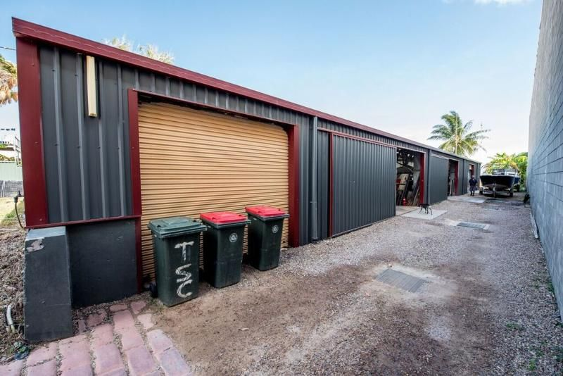 Free hold  1450M2 BEACHFRONT COMMERCIAL  PROPERTY WITH ACCOMMODATION!