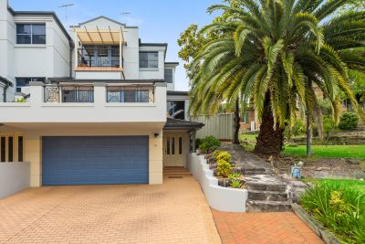 Stunning Bayside Home With Tranquil Water Views Offers Idyllic Living  In Premier Address