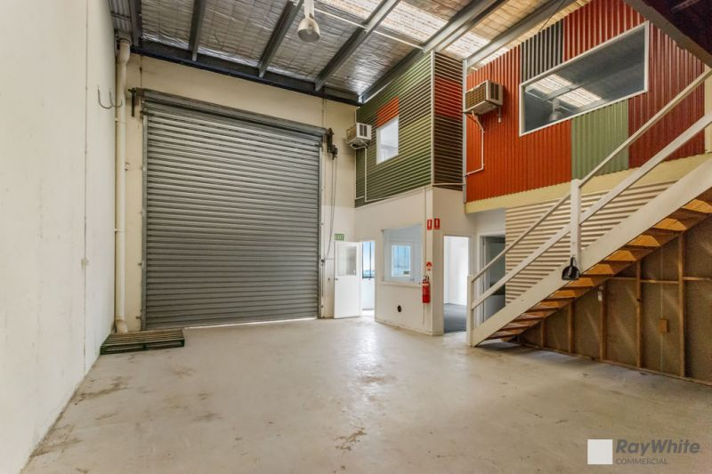 LOOK NO FURTHER - FUNCTIONAL WAREHOUSE / OFFICES