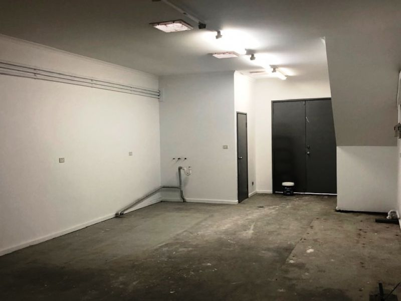 RETAIL/OFFICE OFFERING CENTRE ROAD EXPOSURE -