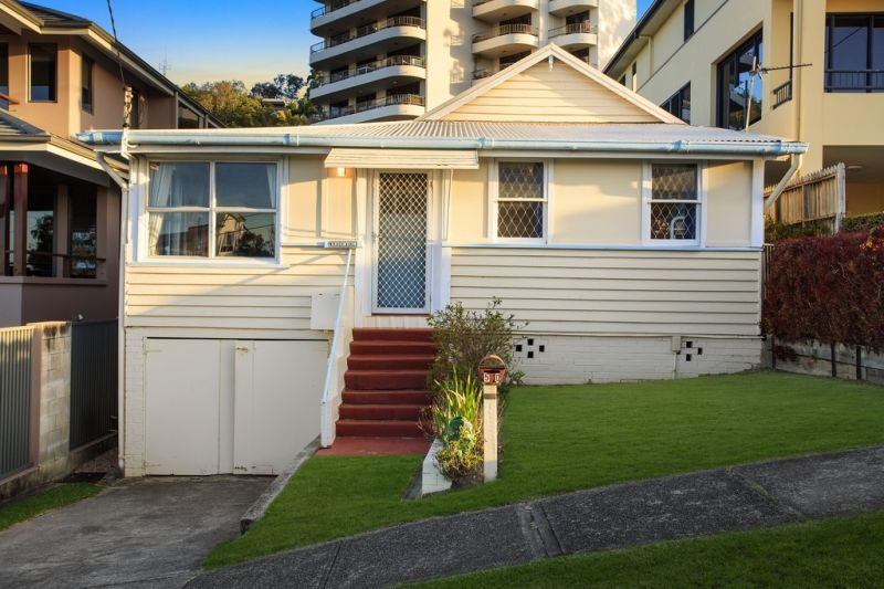 Original 1930's Cottage in the Heart of Burleigh