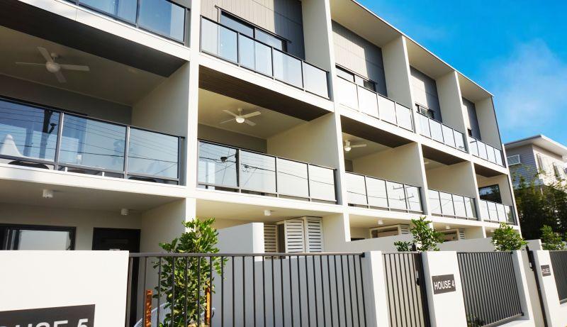 EAST BROADWAY - Luxury Terraces
