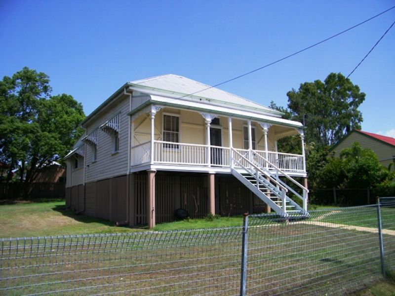 PRICE REDUCTION to $270.00 PER WEEK! MOVE IN BEFORE CHRISTMAS!  CENTRALLY LOCATED...