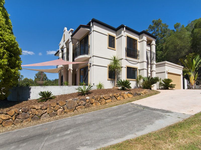PRIVACY, VIEWS AND GREAT OUTDOOR LIVING IN TALLAI HILLS..