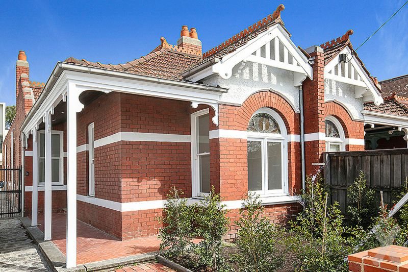 Beautifully Renovated Three Bedroom on Victoria Parade!