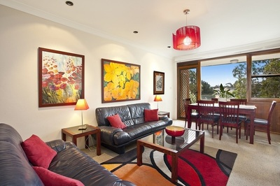 Modern 2 Bedroom Apartment with Lock Up Garage