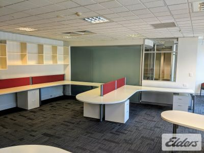 PROFESSIONAL HUB TENANCY WITH 4 CAR PARKS!!!
