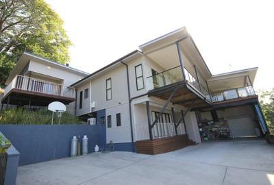 S6710 - Huge house on huge land - BAH
