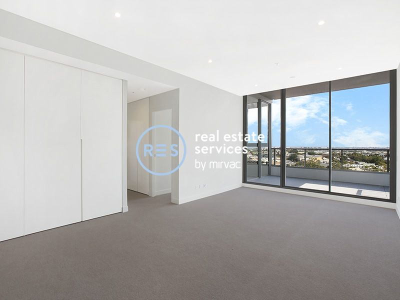 Sunny 2-Bedroom Apartment with Parking in Zetland