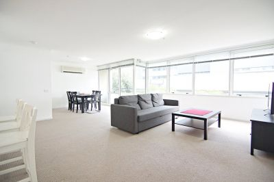 Spacious Two Bedroom Apartment on Exclusive St. Kilda Road!