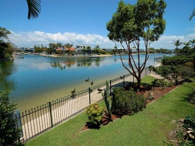 Large Waterfront Family Lifestyle
