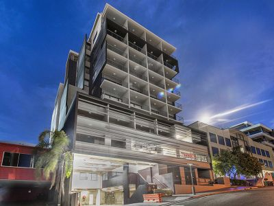 Modern Executive Apartment- BEST VALUE IN BRISBANE