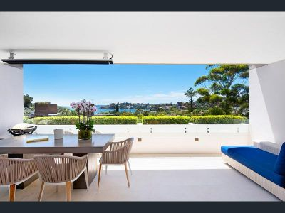 DEPOSIT TAKEN - LUXURIOUS 2 LEVEL APARTMENT WITH NORTHERN HARBOUR ASPECT