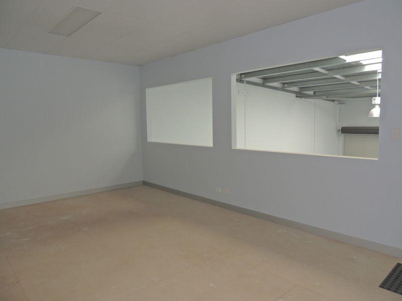 121m2* Warehouse With Rear Mezzanine