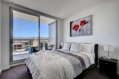 Fully furnished Large 1bedroom apartment with view @ CBD 20 Hindmarsh Square