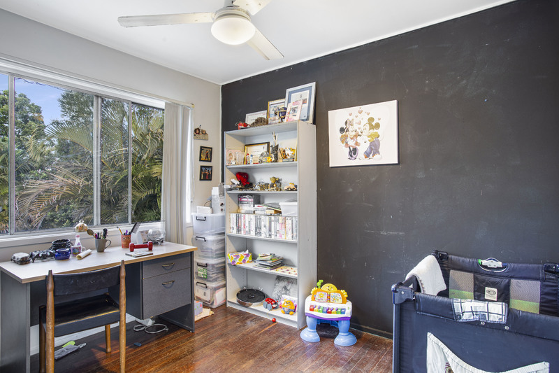 For Sale By Owner: 4 Daffodil Street, Logan Central, QLD 4114