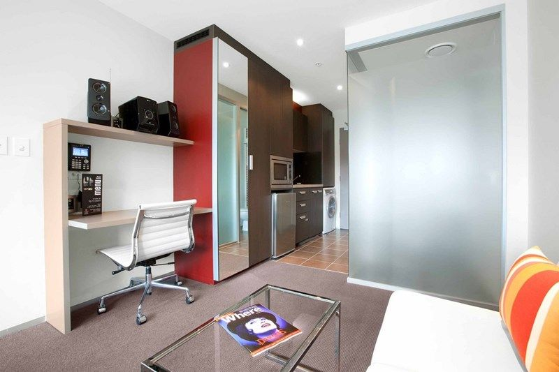 City Tempo: 18th Floor, Fully Furnished - In The Heart of Melbourne!