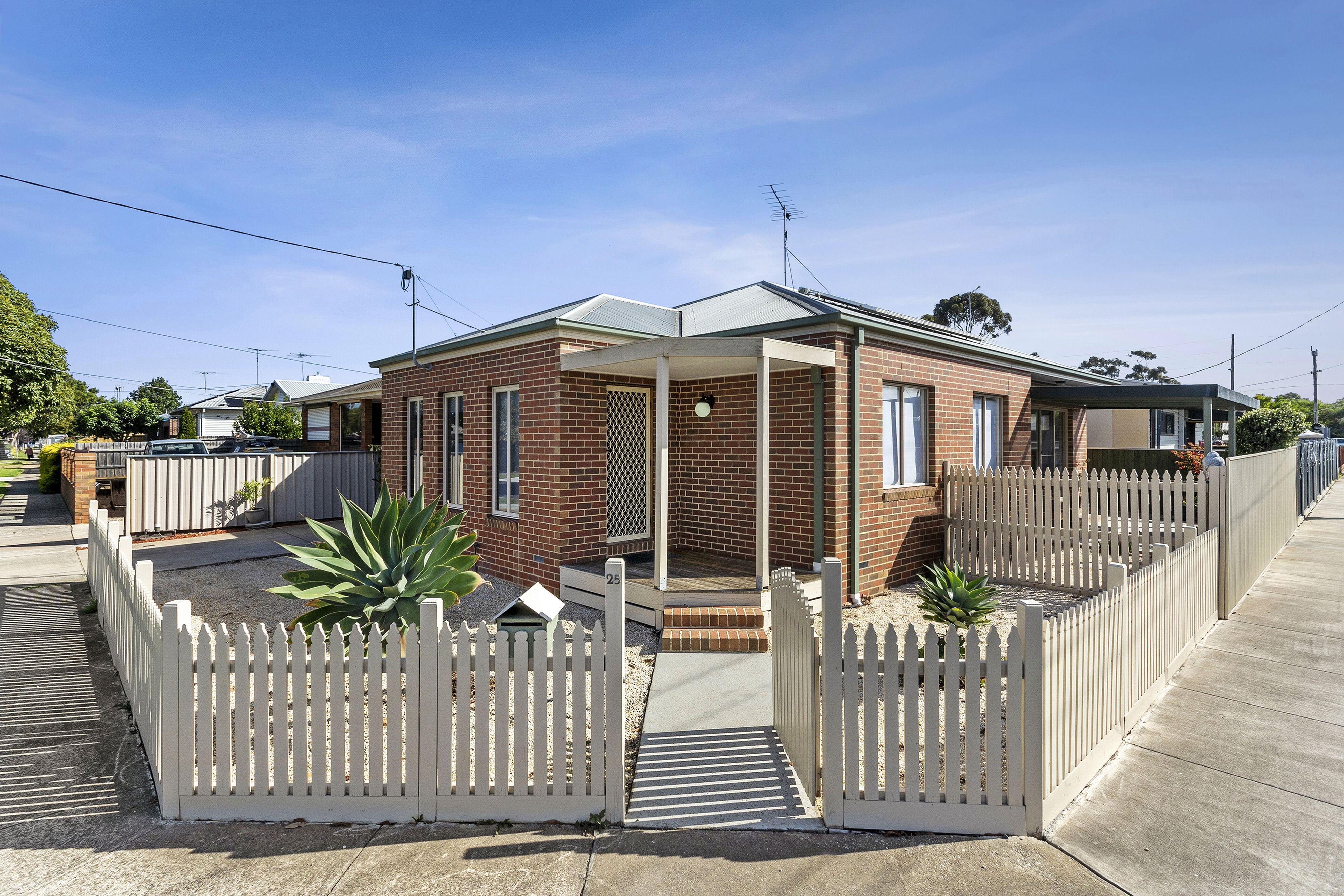 25 Osborne Avenue</br>North Geelong