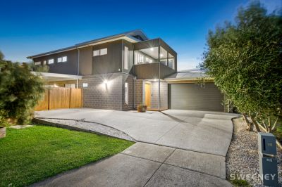 Breathtaking Family Living With Sweeping Views!
