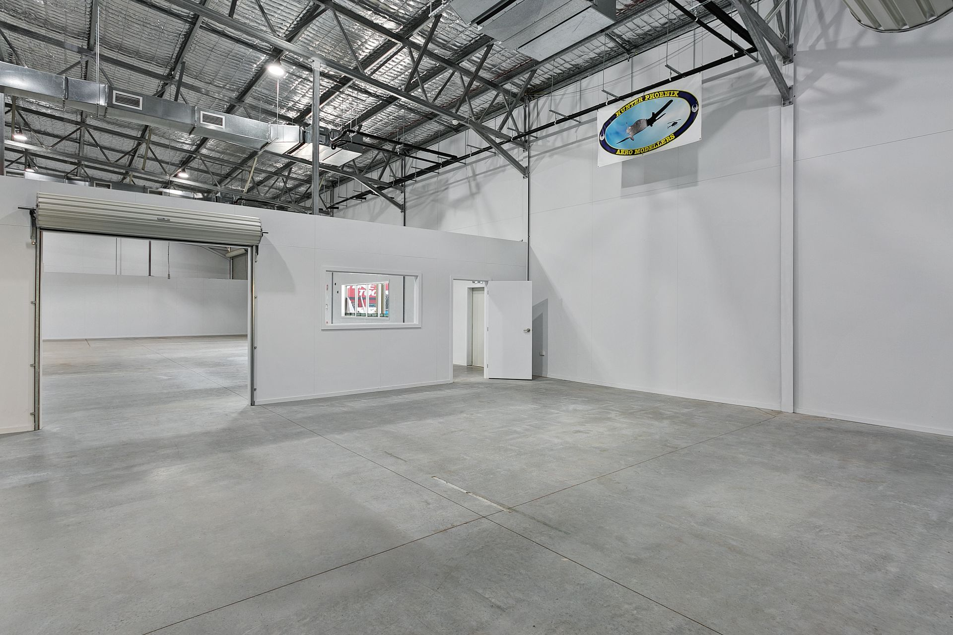 Showroom/Warehouse with Highway Exposure