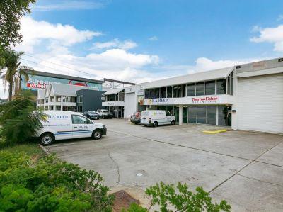 NEAT & TIDY OFFICE/WAREHOUSE - 4 CAR PARKS!