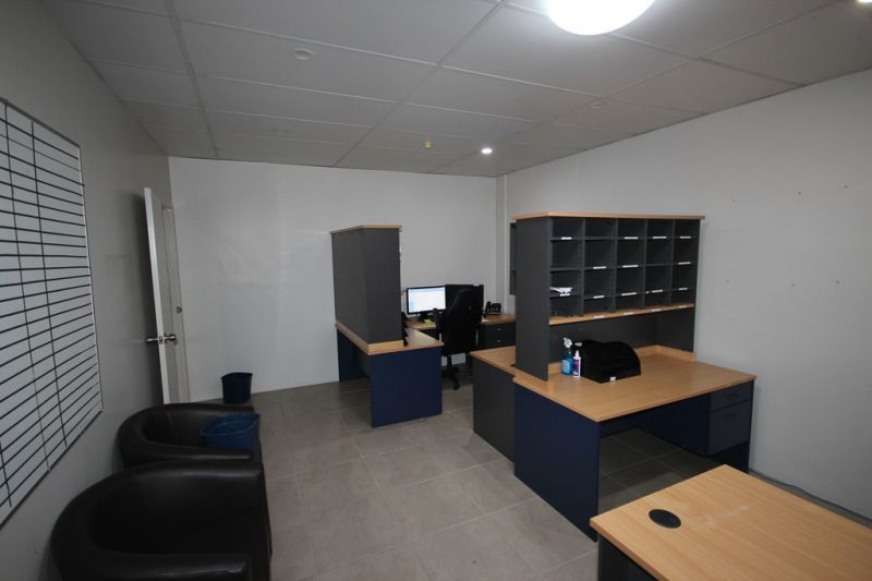Ground Floor Office or Retail with Ample Parking