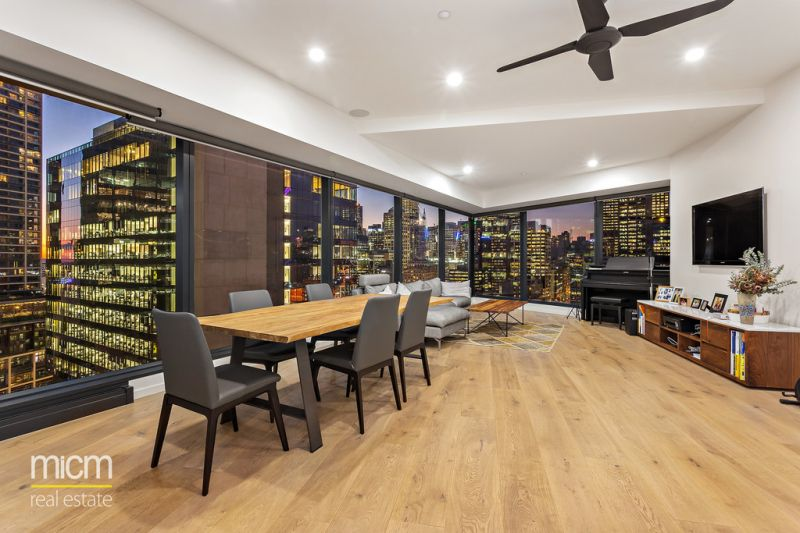 Huge Stylishly Renovated Eureka Entertainer with Striking City and River Views