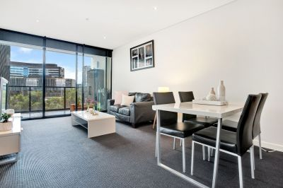 Fully furnished 1 bedroom apartment with Yarra River & City Views