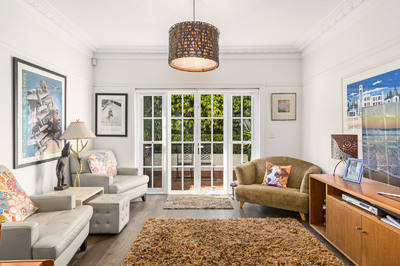 HOLDING DEPOSIT RECEIVED 2br + Study: Pet friendly, Elegant Modern Townhouse, 650m from Balmoral beach