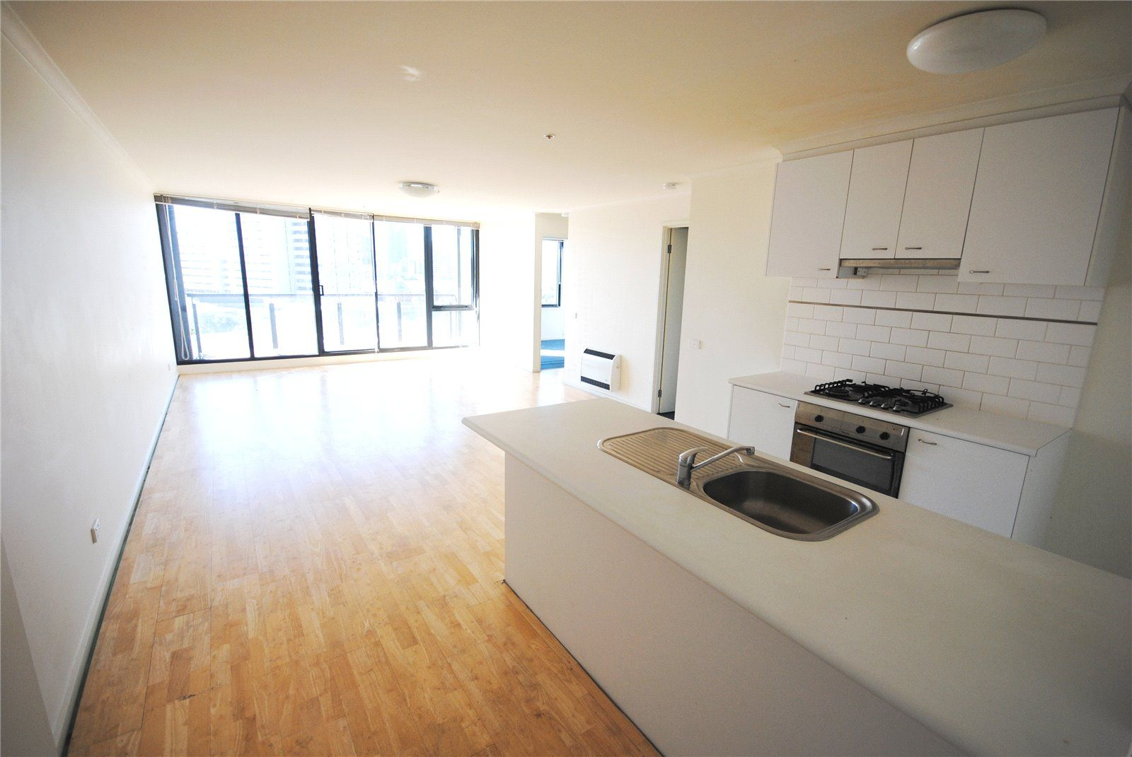 Yarra Condos: 9th Floor - Modern and Spacious!