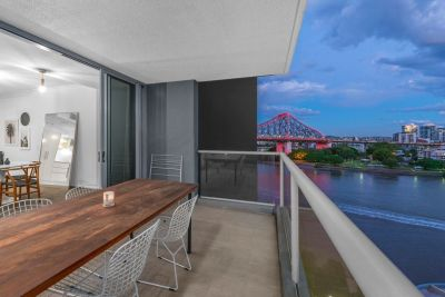 Quintessential Large Open Plan Riverfront Apartment - 138m2!