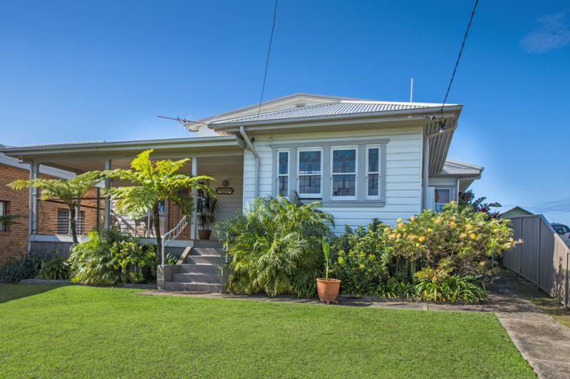 Spectacular 3 Bedroom Home set high on the hill overlooking where the rivers meet the sea in Urunga