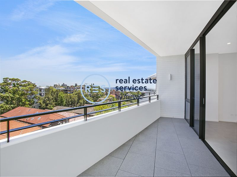 Executive Top Floor 2-Bedroom Apartment with Parking