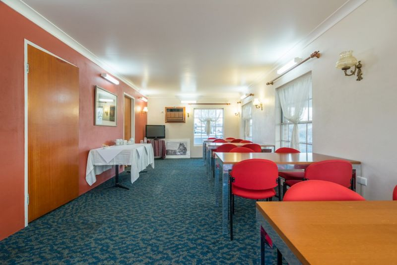 FREEHOLD MOTEL WITH RESIDENCE AND HUGE LAND – 200M FROM MACQUARIE RIVER