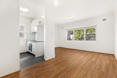 MODERN APARTMENT CLOSE TO ANDERSON PARK. IDYLLIC LOCATION. GREAT CITY AND TREE VIEWS! SMALL BOUTIQUE BLOCK.