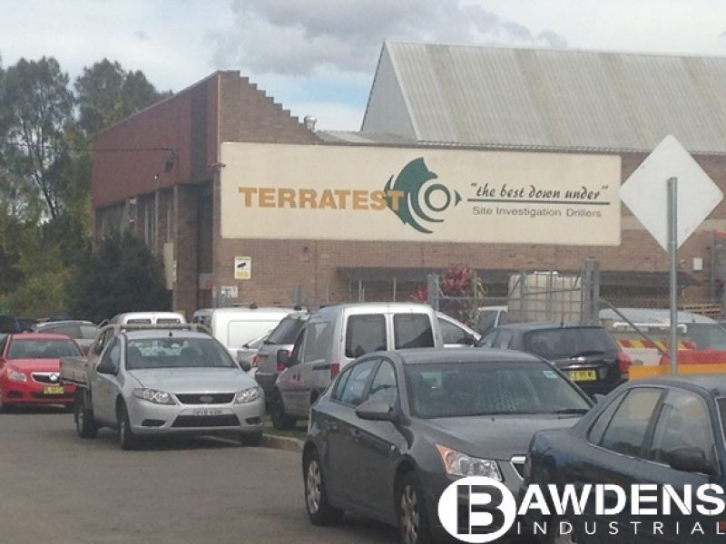 Freestanding Office / Warehouse And Large Yard With Wash Bay.