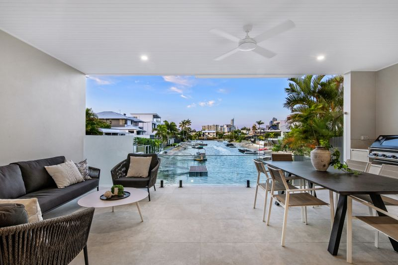 Modern Coastal Luxury, Moments from Broadbeach
