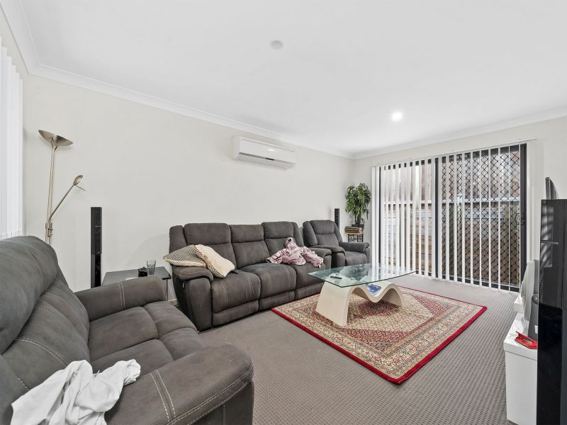 For Sale By Owner: 8 Joseba Place, Springfield Lakes, QLD 4300