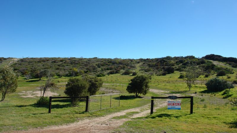 For Sale By Owner: 17 North Island Loop, Greenough, WA 6532