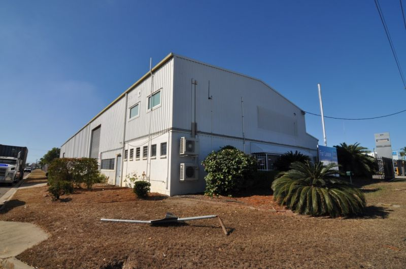 Versatile Industrial Facility with Great Exposure
